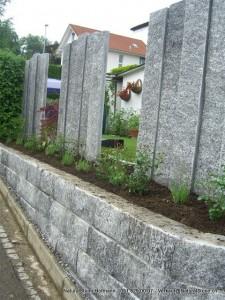 """Mauersteine Tessinergneis hell """"Lego"""" H20 cm mit Stelen/Palisaden Breite 25 cm"""